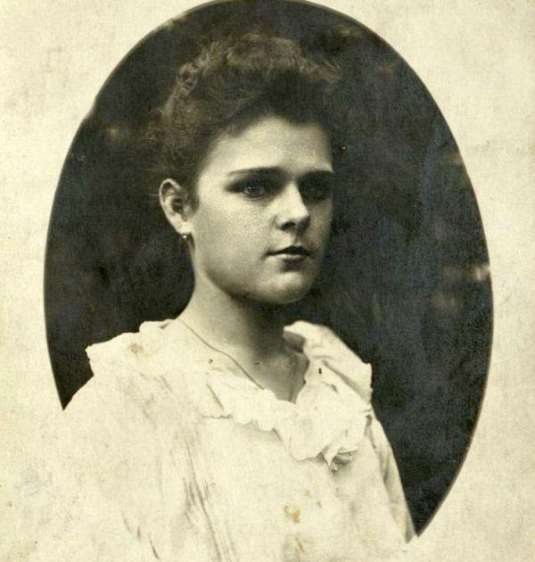 Пенка Михайлова (Лорелай), 1918 г. Държател Институт за литература – БАН