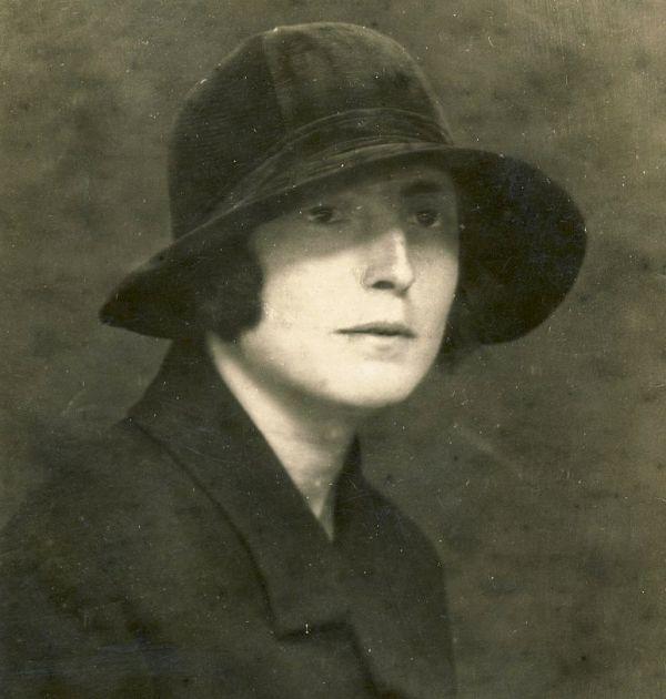 Женя Дюстабанова. Държател Национален литературен музей