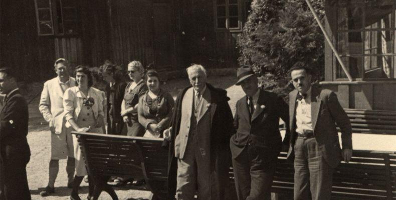 Елин Пелин и Змей Горянин със съпругите си. Държател Институт за литература – БАН