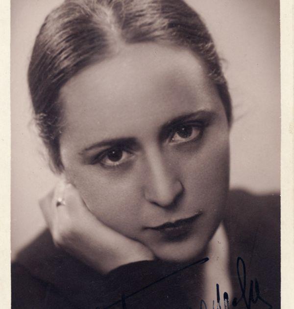 Фани Попова-Мутафова, София, 1936 г. Държател Национален литературен музей