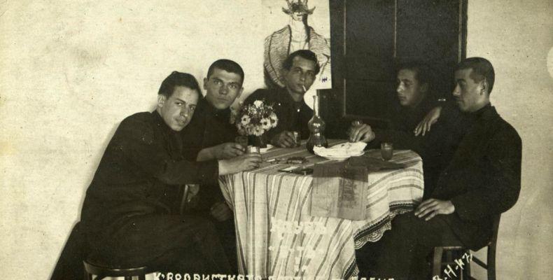 Никола Фурнаджиев с приятели, 1952 г. Държател Институт за литература – БАН