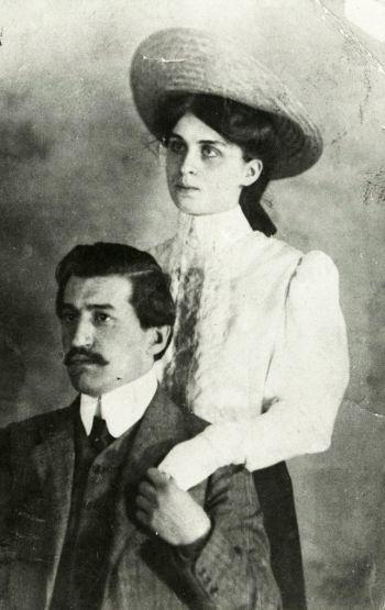 Теодор Траянов с жена си Елена Петерс. Държател Институт за литература - БАН