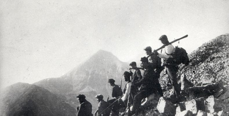 Никола Вапцаров с приятели на Пирин, 1925 г. Държател Институт за литература – БАН
