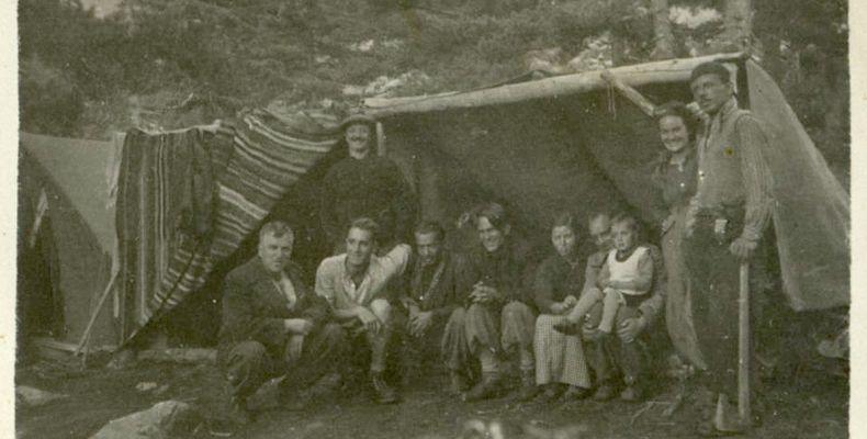 Никола Вапцаров, Антон Попов и други приятели на Пирин, 1939 г. Държател Национален литературен музей