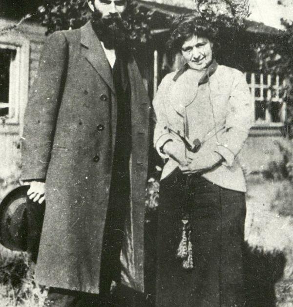 Петко Ю. Тодоров с жената на Горки в Капри, 1911 г. Държател Институт за литература – БАН
