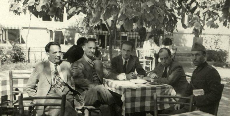 Никола Фурнаджиев, Димитър Пантелеев и други писатели в Добрич, 1940 г. Държател Институт за литература – БАН