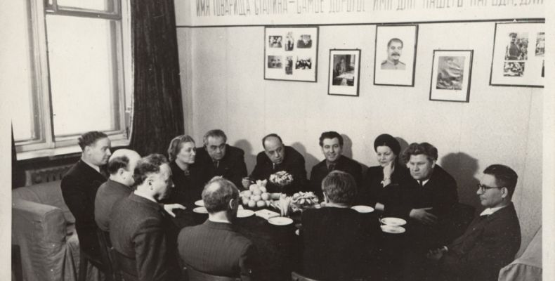 Елисавета Багряна и други на писателски конгрес в Москва. Държател Национален литературен музей