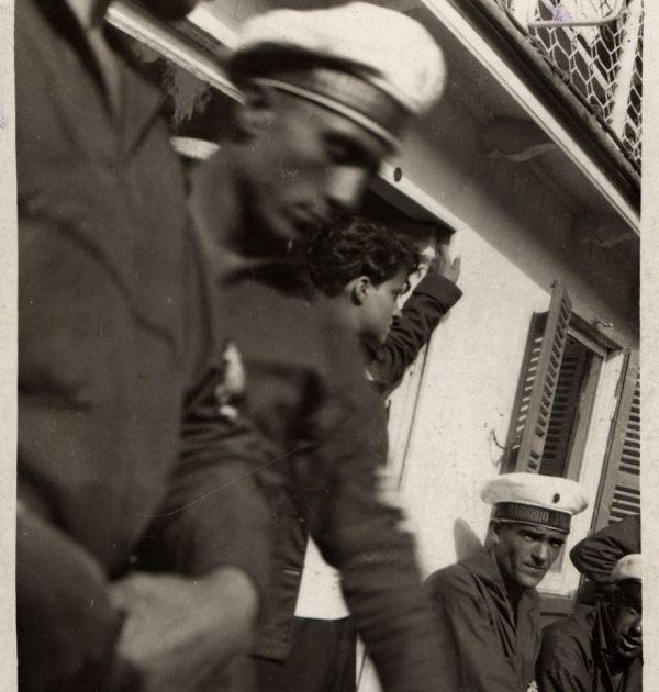 Никола Вапцаров на кораб по Дунава, 1929 г. Държател Институт за литература – БАН