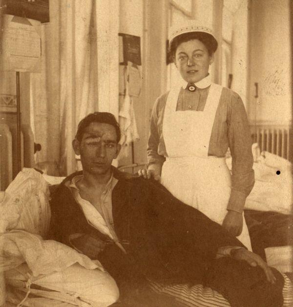 Гео Милев след раняването му на фронта 2(4). Държател Институт за литература – БАН