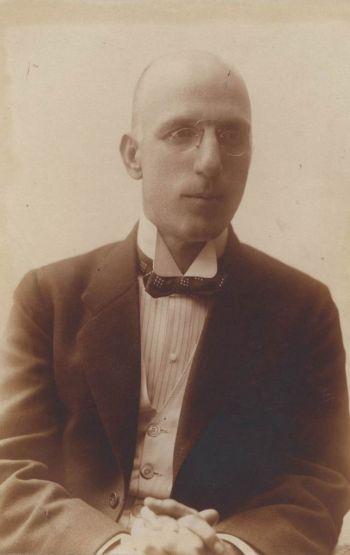 Кирил Христов, 1919 г., фотограф Борис Блъсков. Държател Институт за литература – БАН