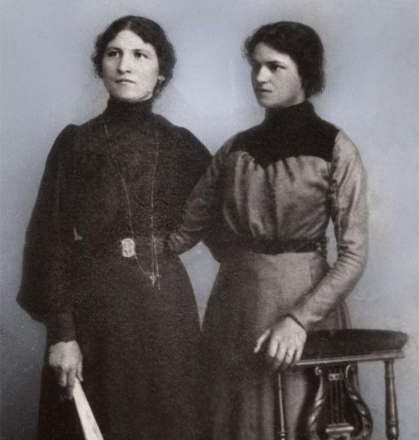 Катя Рашкова (вляво). Държател Институт за литература – БАН