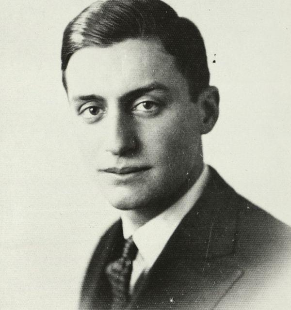 Теодор Траянов на 24 години. Държател Институт за литература – БАН