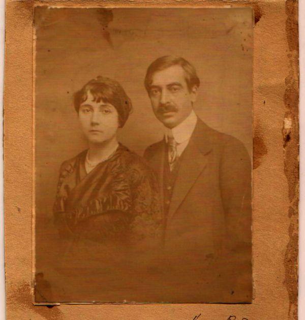 Сватбен портрет на Пейо Яворов и Лора Каравелова, 1912 г. Държател Национален литературен музей