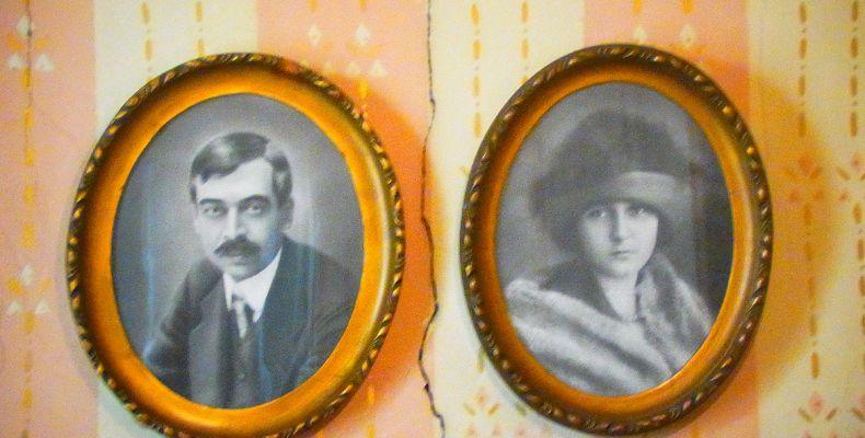 Пейо Яворов и Лора Каравелова – портрети. Държател Национален литературен музей